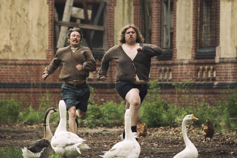 Kritik: Men & Chicken (DE/DK 2015)
